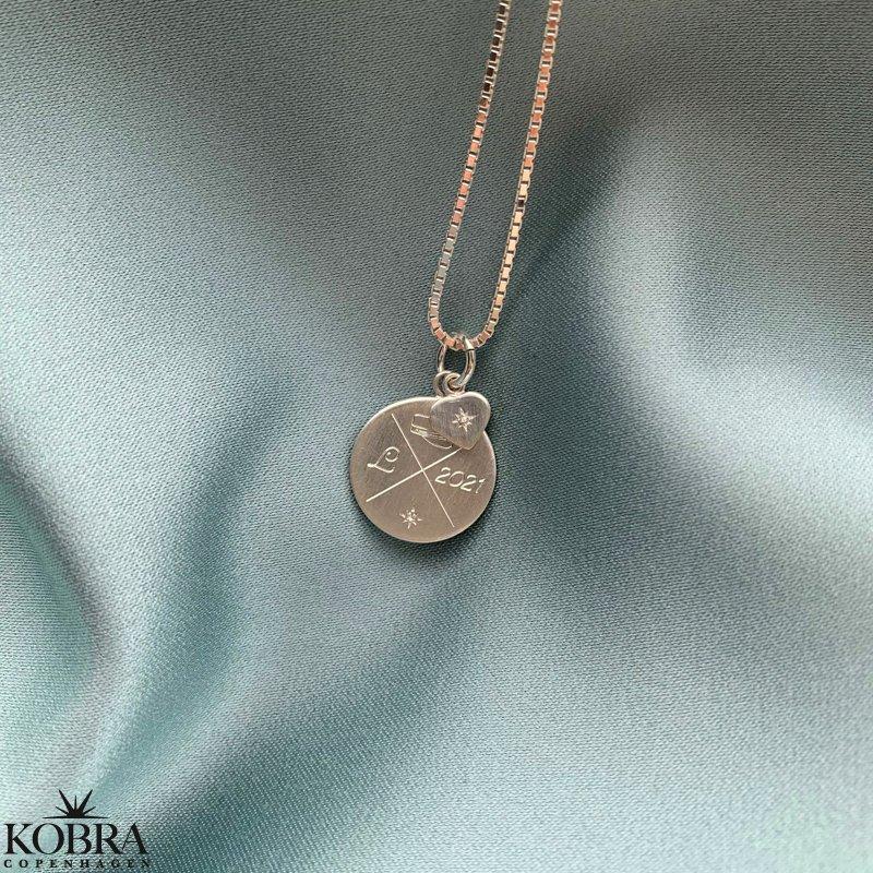 Studenter smykke til studinen // halskæde i sølv med indgravering