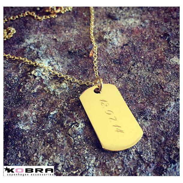 Dogtag i guld med personlig gravering (str. M)