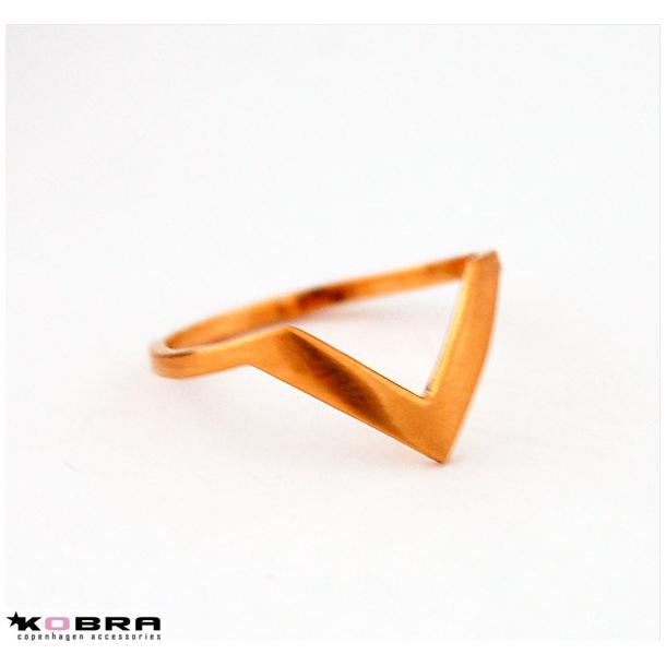 Håndlavet guld Lennox ring - både som fingerledsring og som almindelig fingerring.