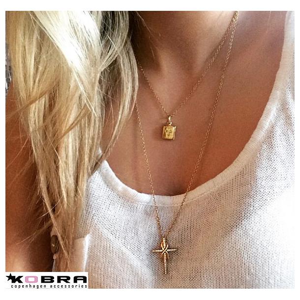 Halskæde i guld med kors og evigheds symbolet med hvide sten