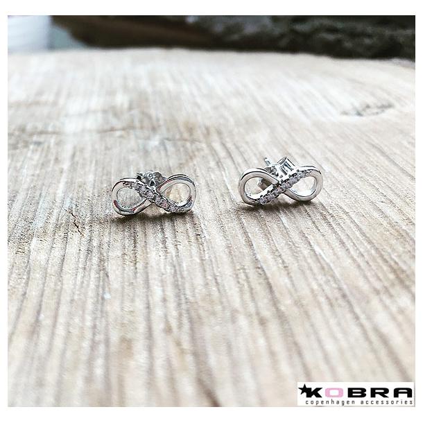 Små infinity øreringe i sterling sølv med sten