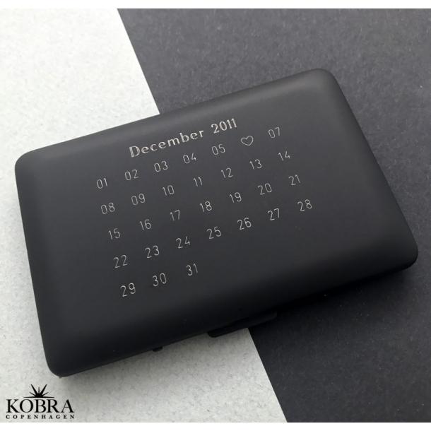 Kreditkortholder med din årsdato personligt graveret - genial gave ide!