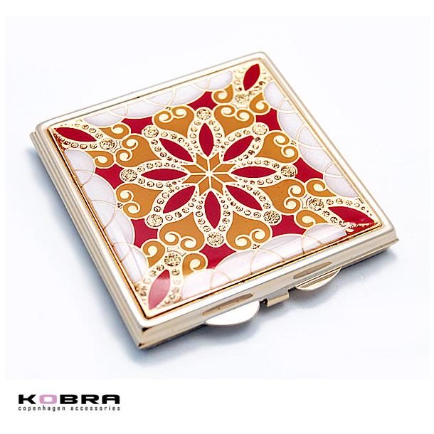 Firkantet kosmetikspejl i guld med røde og gule mønstre, mulighed for gravering