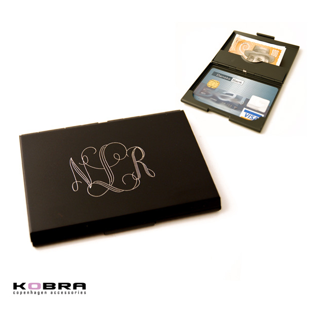 Kreditkortholder i sort aluminium - med personlig gravering