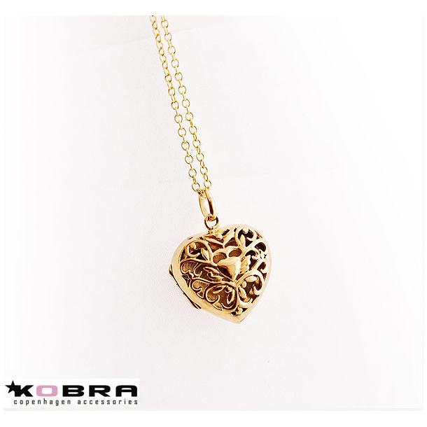 Medaljon i guld filigran hjerte, med personlig gravering
