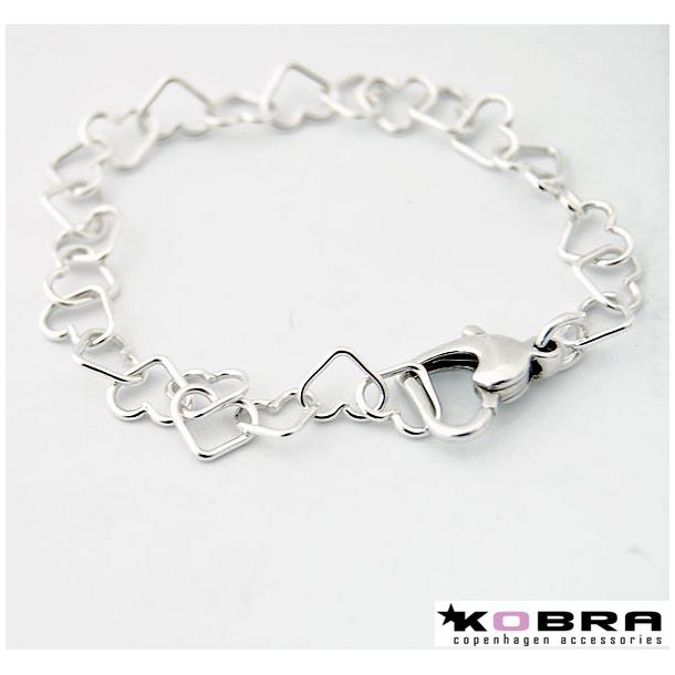 Sølv armbånd sat sammen med små sølv hjerter
