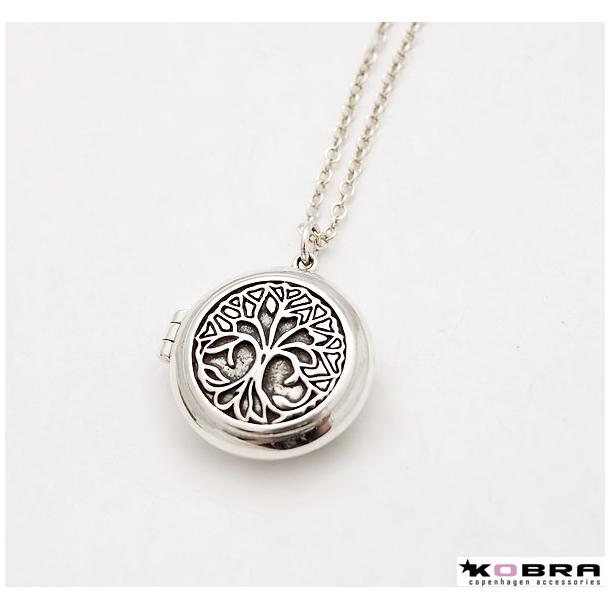 Rund medaljon i sølv med Livets Træ, med personlig gravering