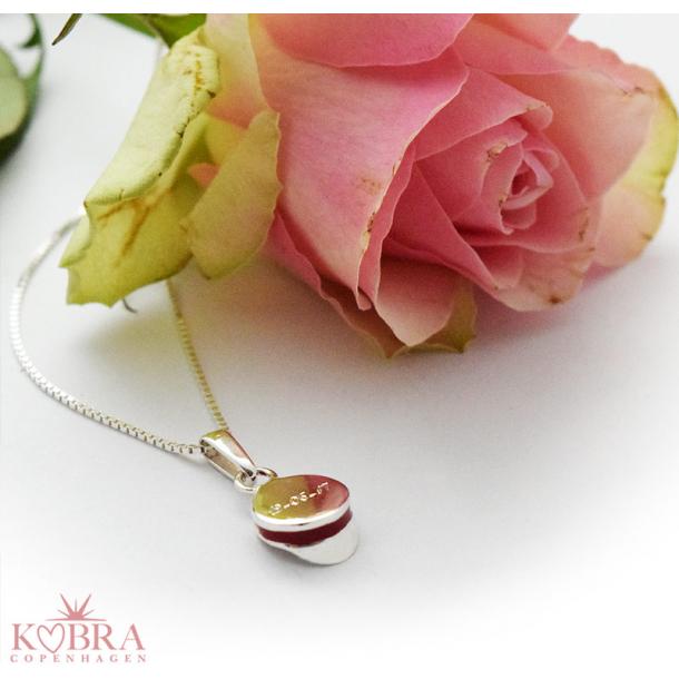 Rød studenterhue, sølv halskæde med mulighed for personlig gravering