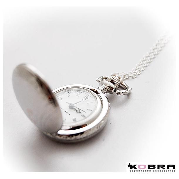 Sølv halskæde med lille lommeur, med personlig gravering